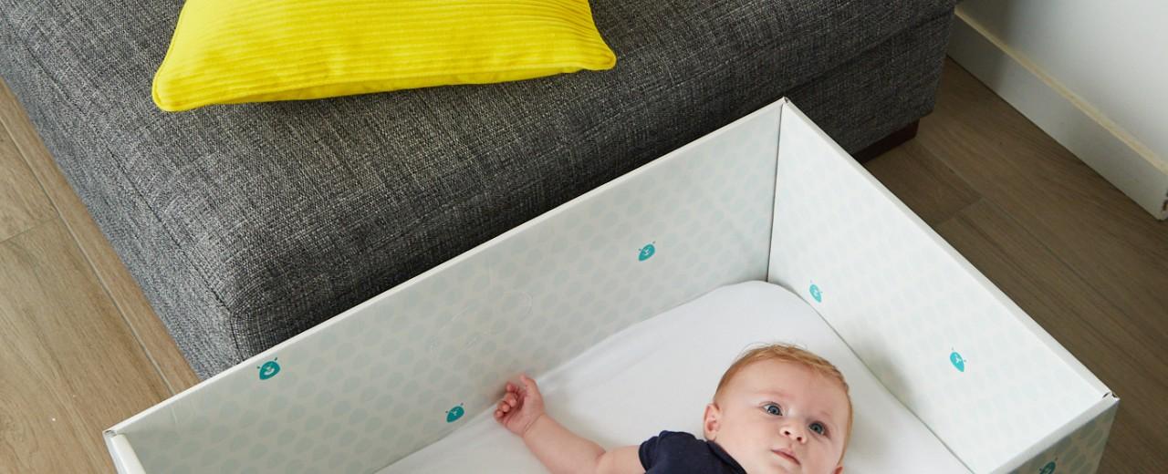 lit en carton pour b b id al de 0 6 mois. Black Bedroom Furniture Sets. Home Design Ideas